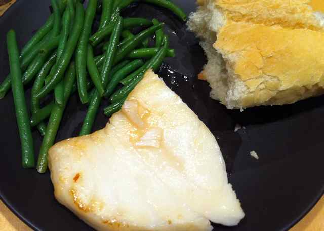 Chilean Sea Bass with Green Beans and French Baguette